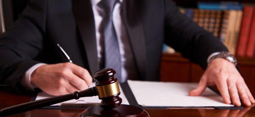 Сколько зарабатывает юрист в России